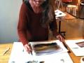 Ylva demonstrerar akvarellteknik
